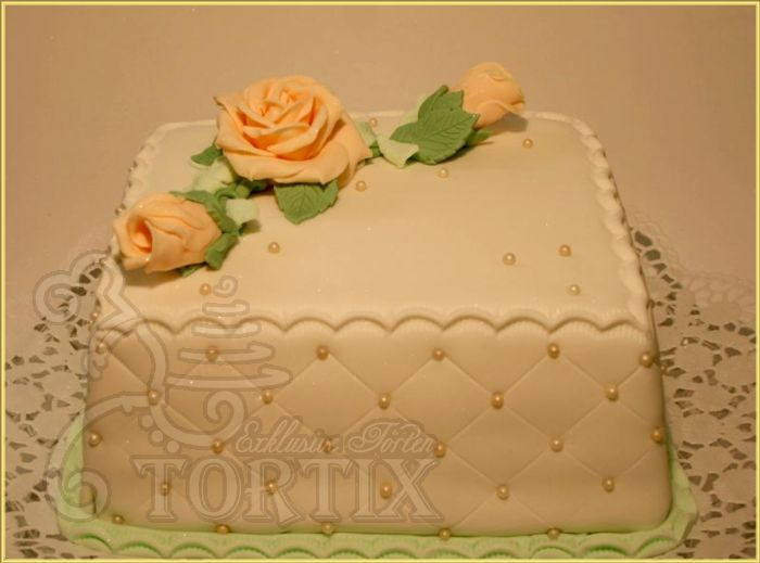 tortix torte zum geburtstag mit rosen in beige. Black Bedroom Furniture Sets. Home Design Ideas